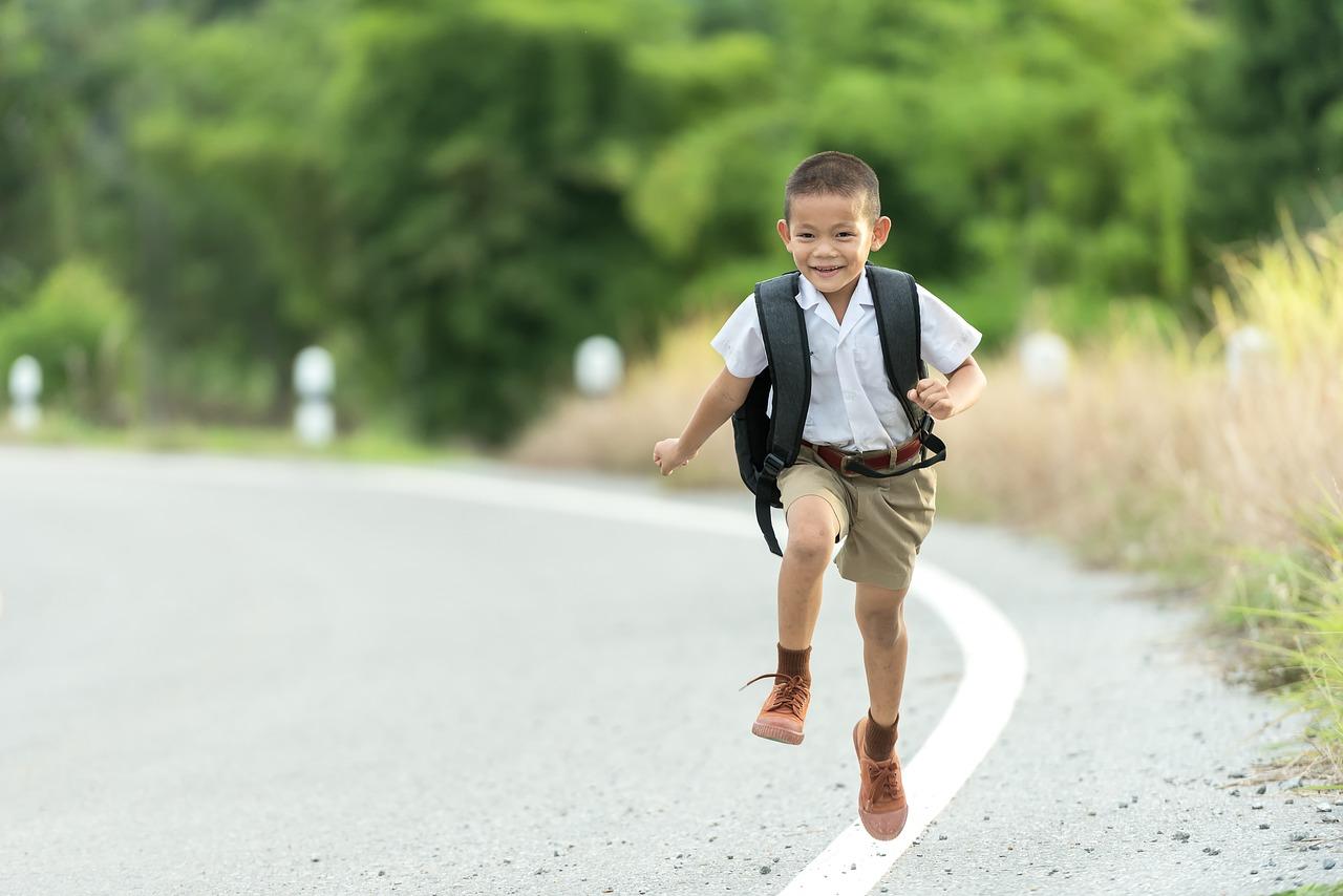 anak sedang berlari