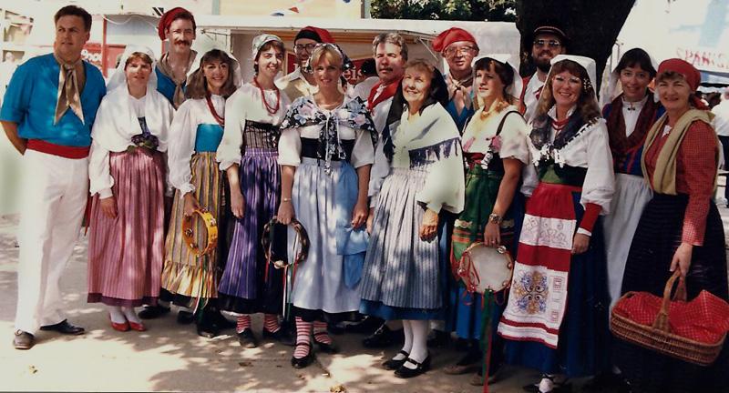 baju tradisional italia