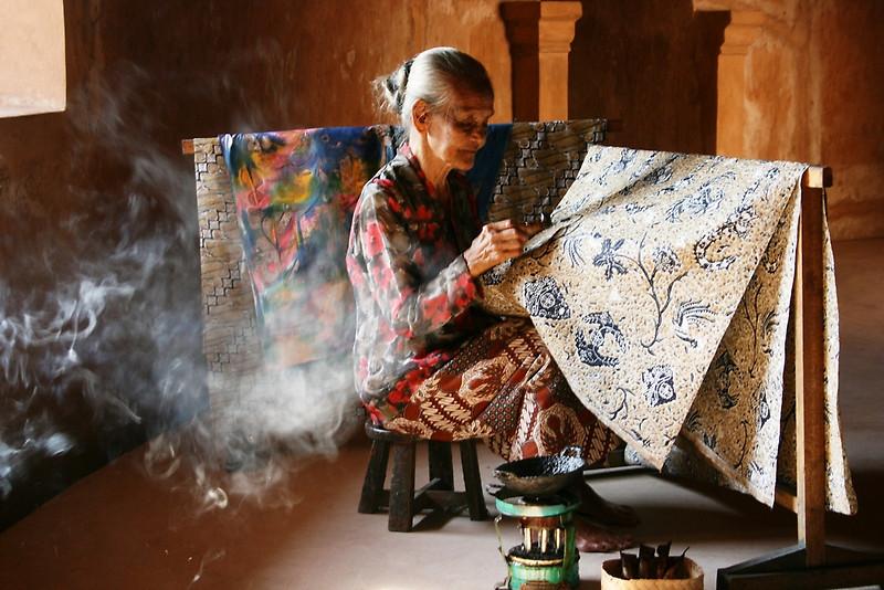 melukis batik